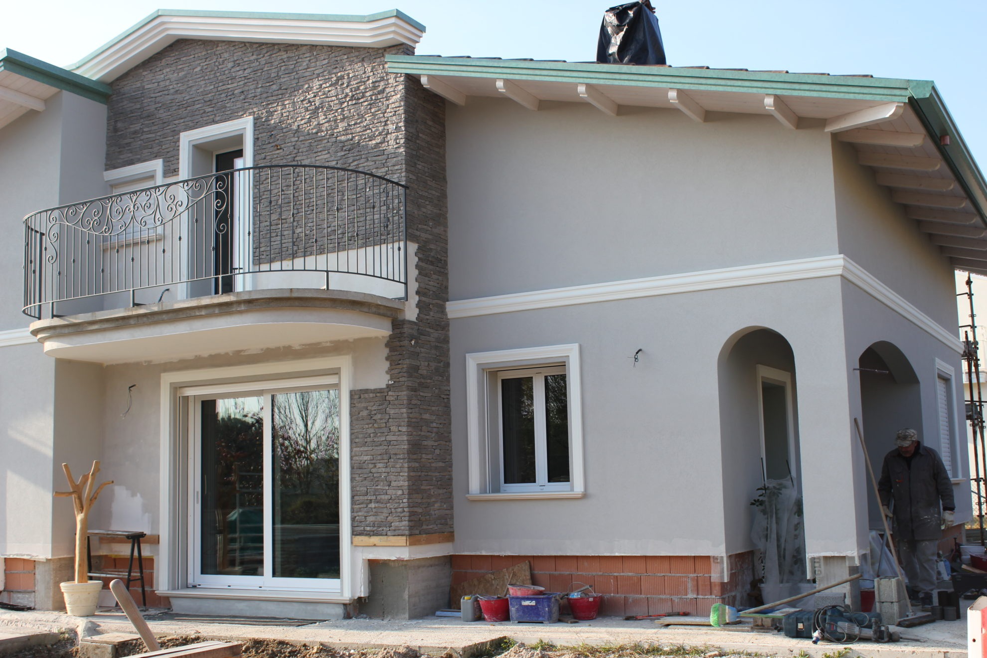 Marcapiani in polistirolo rivestito per facciate esterne degli edifici - Decori per finestre esterne ...