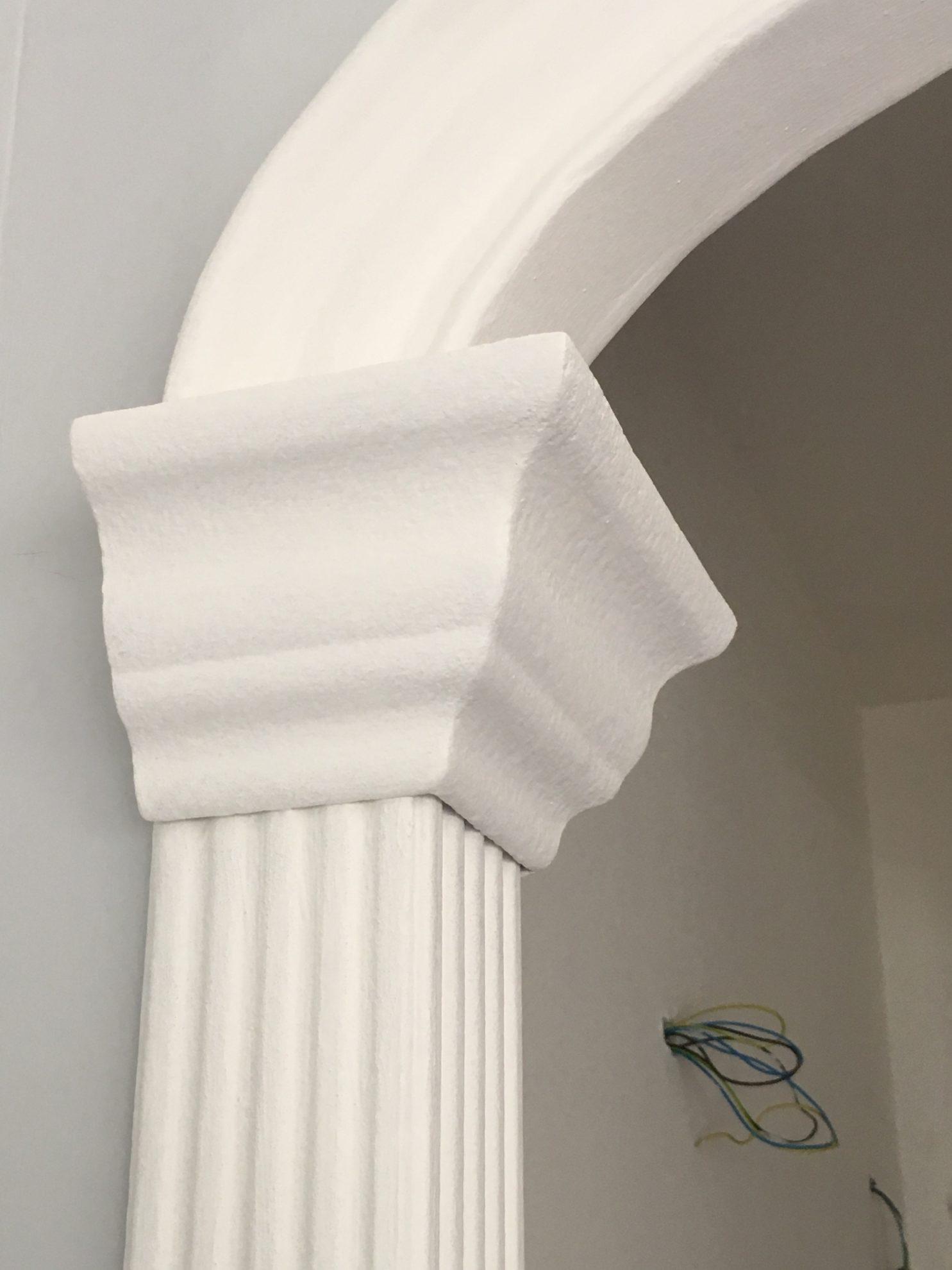 Colonne doriche in polistirolo rivestito per decorazioni for Decorazioni in polistirolo per interni